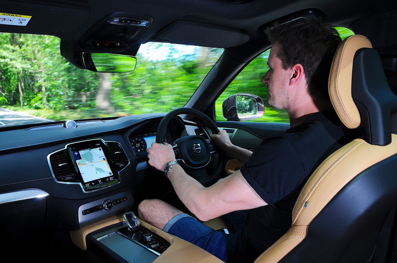 LT Volvo XC90 T8 - behind the wheel