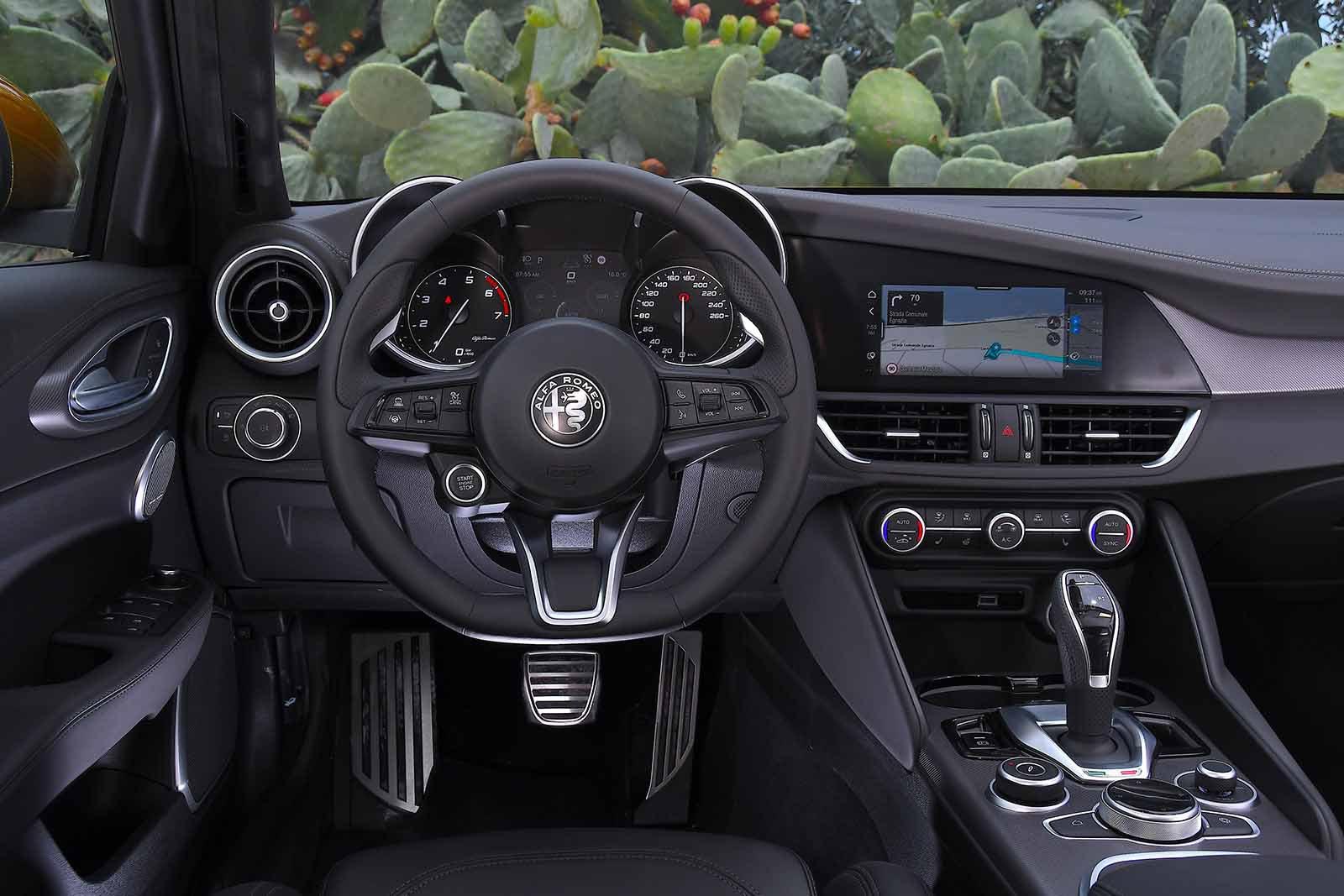 Alfa Romeo Giulia 2019 LHD dashboard