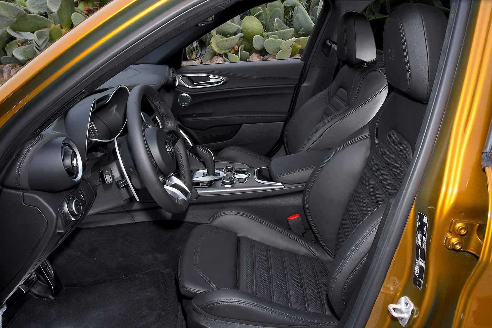 Alfa Romeo Giulia 2019 LHD front seats