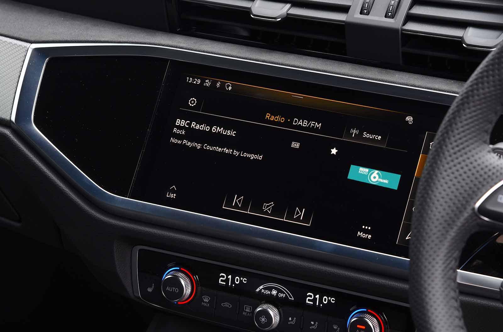 Audi RS Q3 2019 RHD infotainment