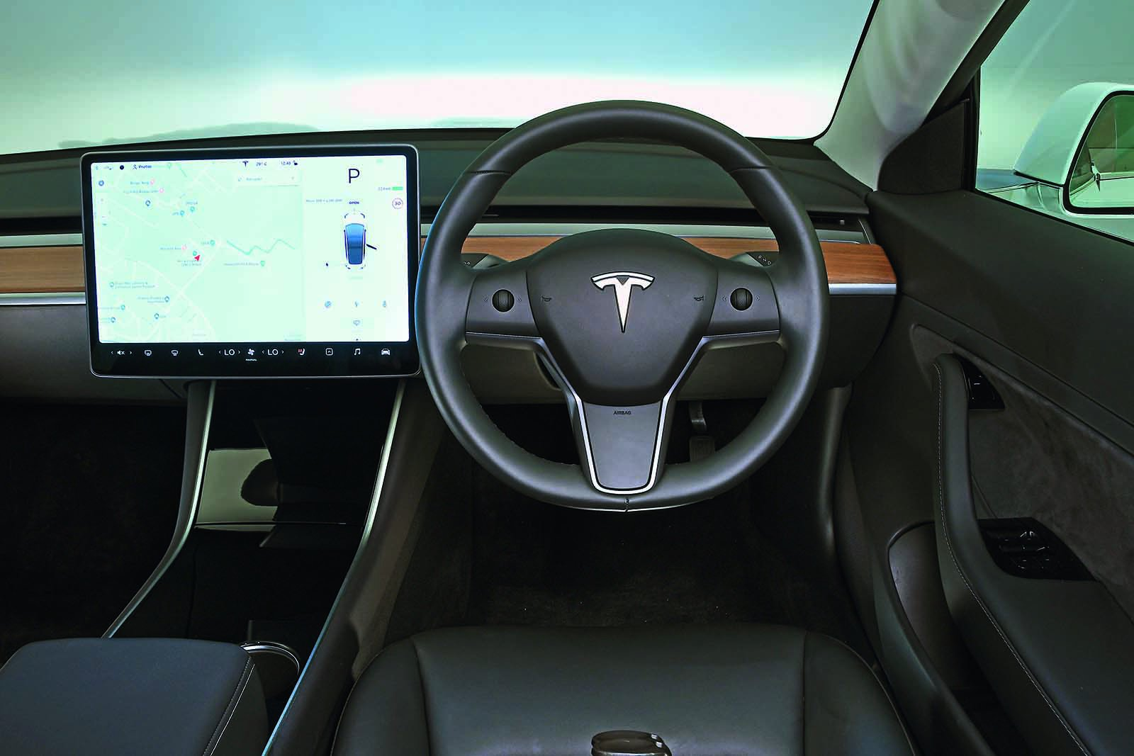 Tesla Model 3 2019 RHD dashboard