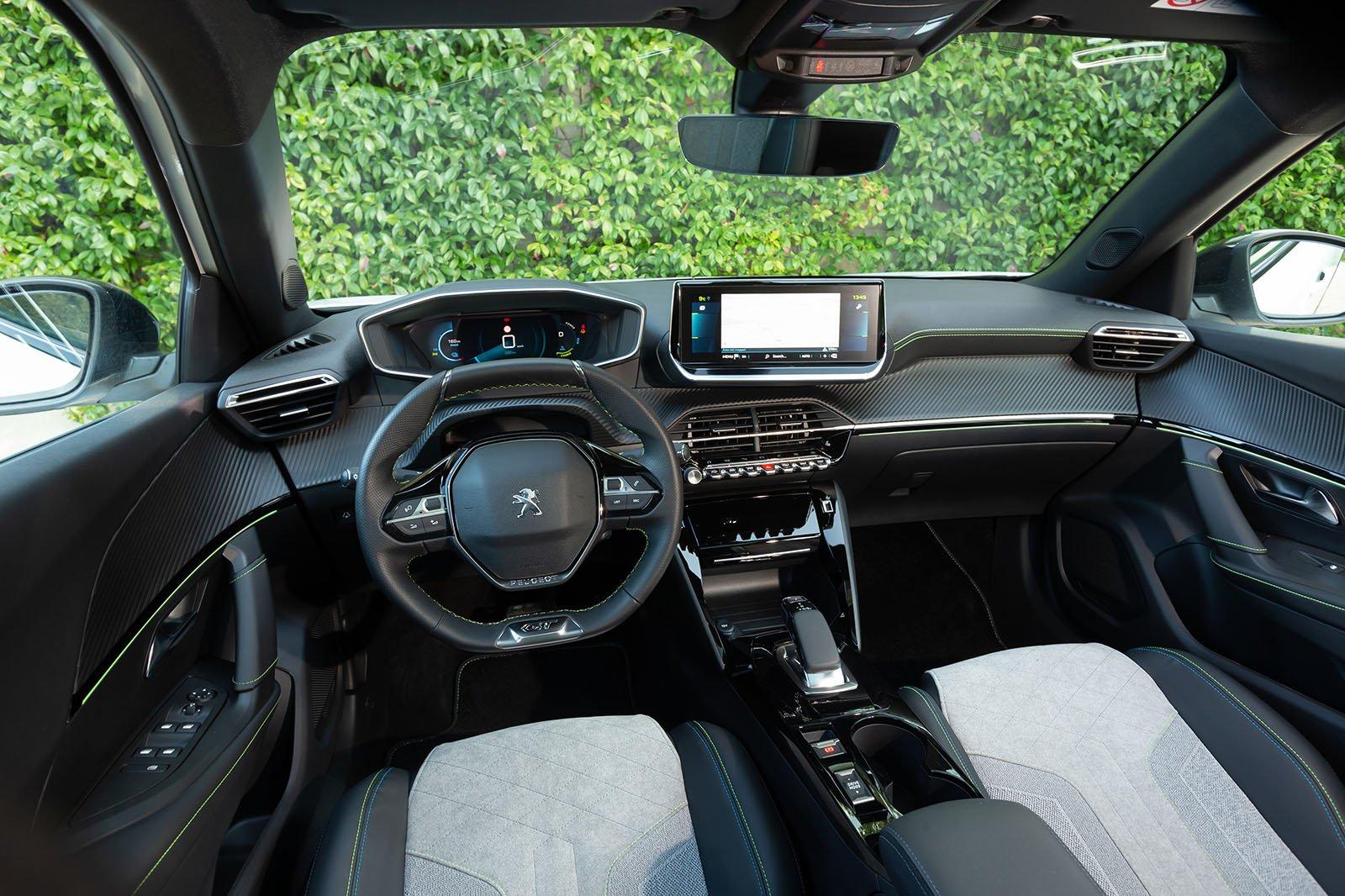 Peugeot e-2008 2019 LHD dashboard