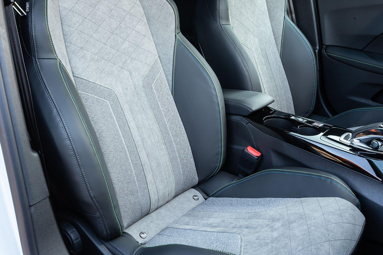 Peugeot e-2008 2019 LHD front seats