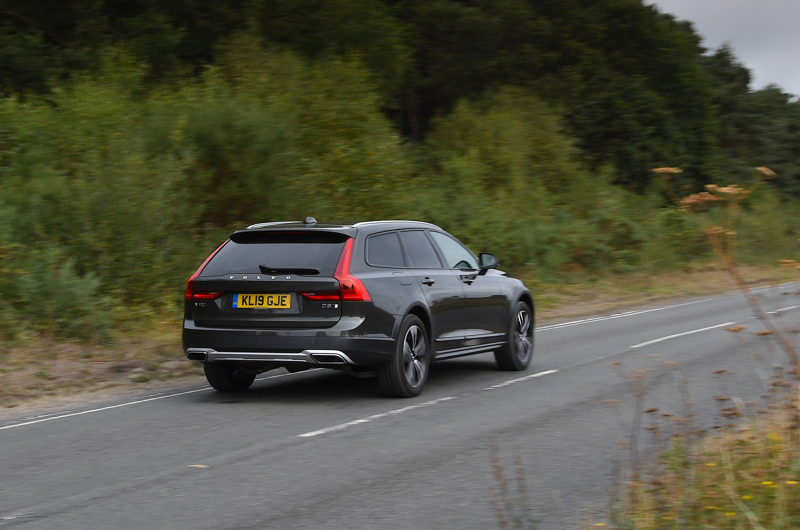 LT Volvo V90 Cross Country rear drive past