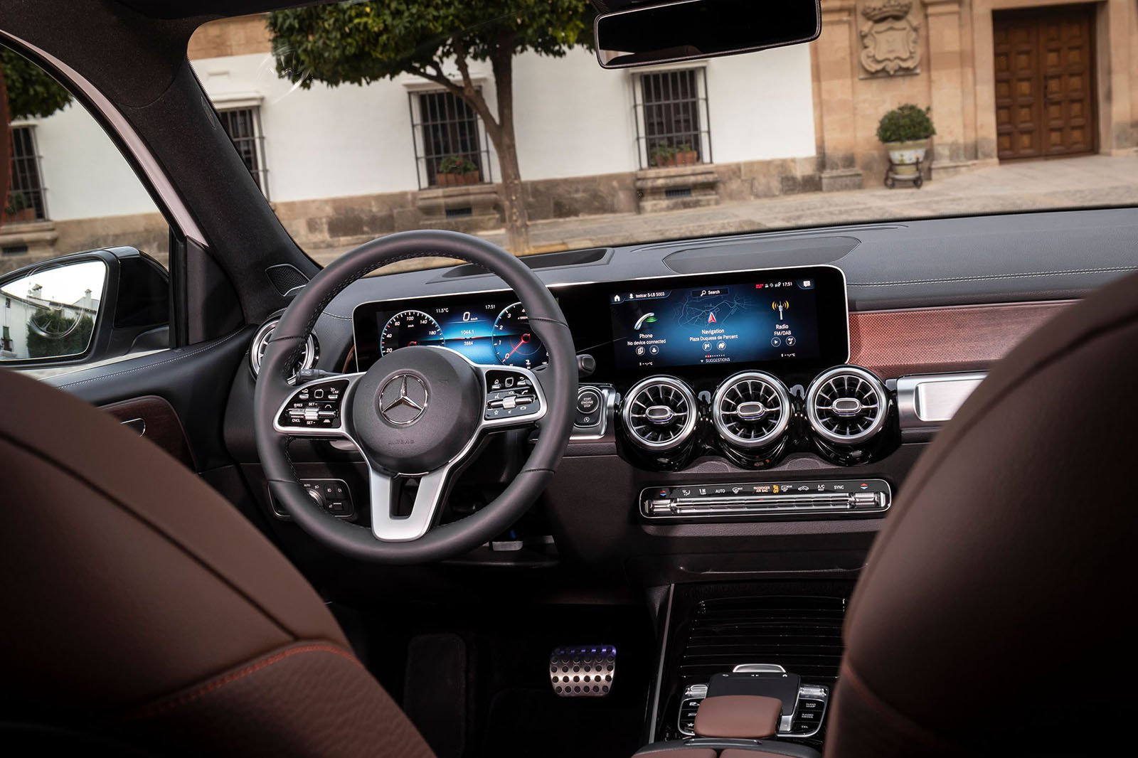 Mercedes GLB 2019 LHD dashboard