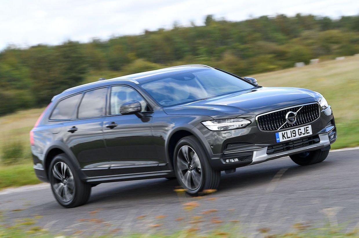 Volvo V90 driving