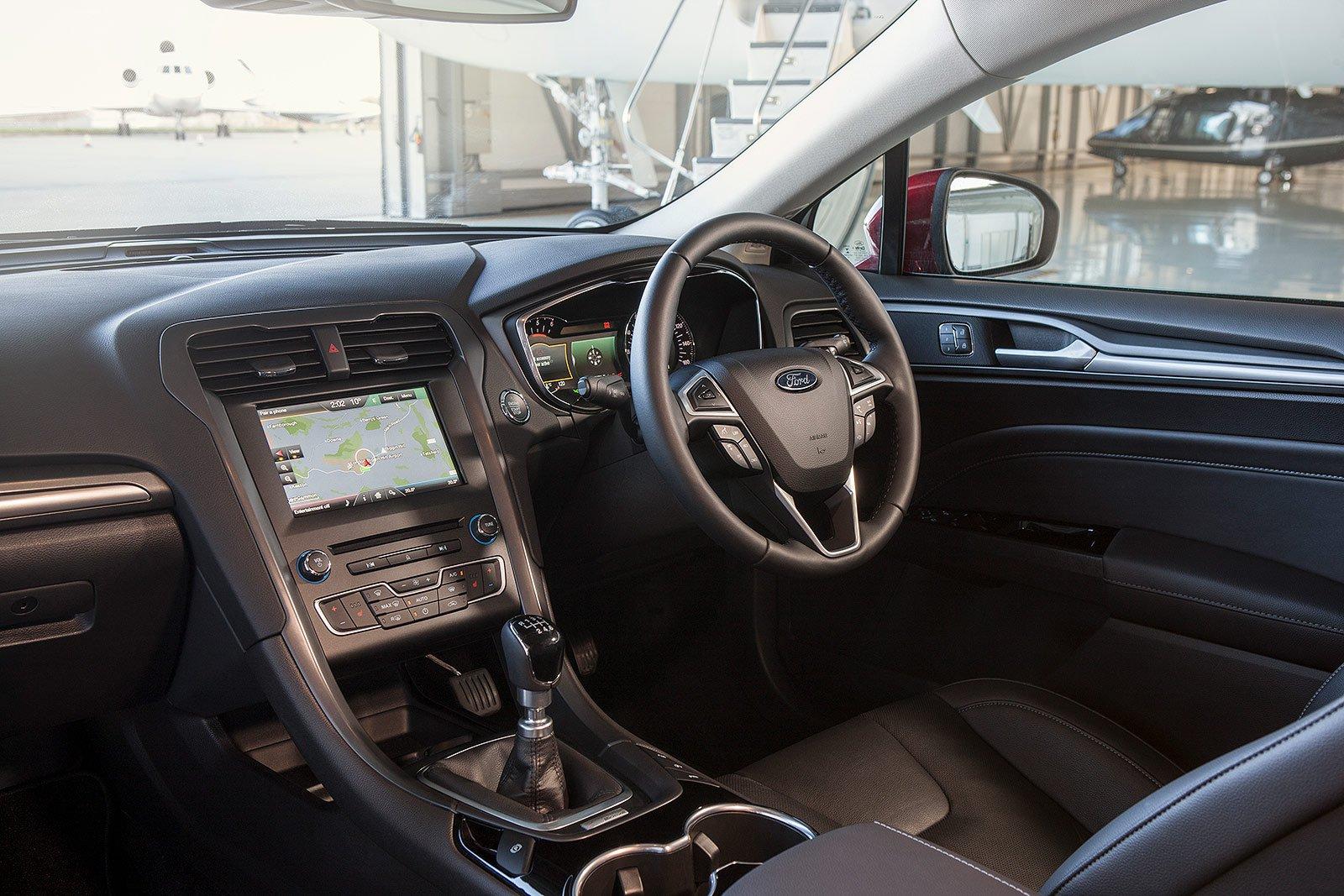 Ford Mondeo Titanium Edition HYBRID - interior