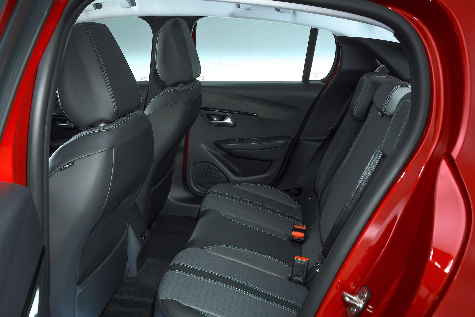 Peugeot 208 2019 rear seats (LHD)