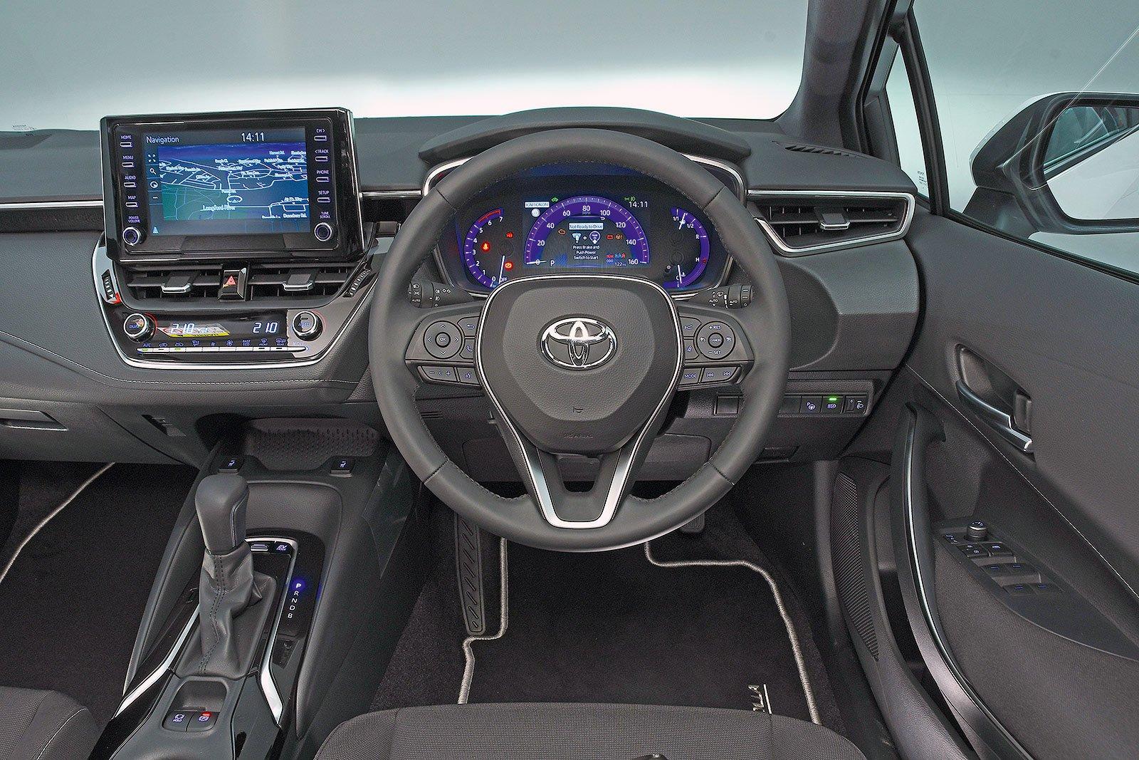 Toyota Corolla Hybrid Design 1.8 VVT-i - interior