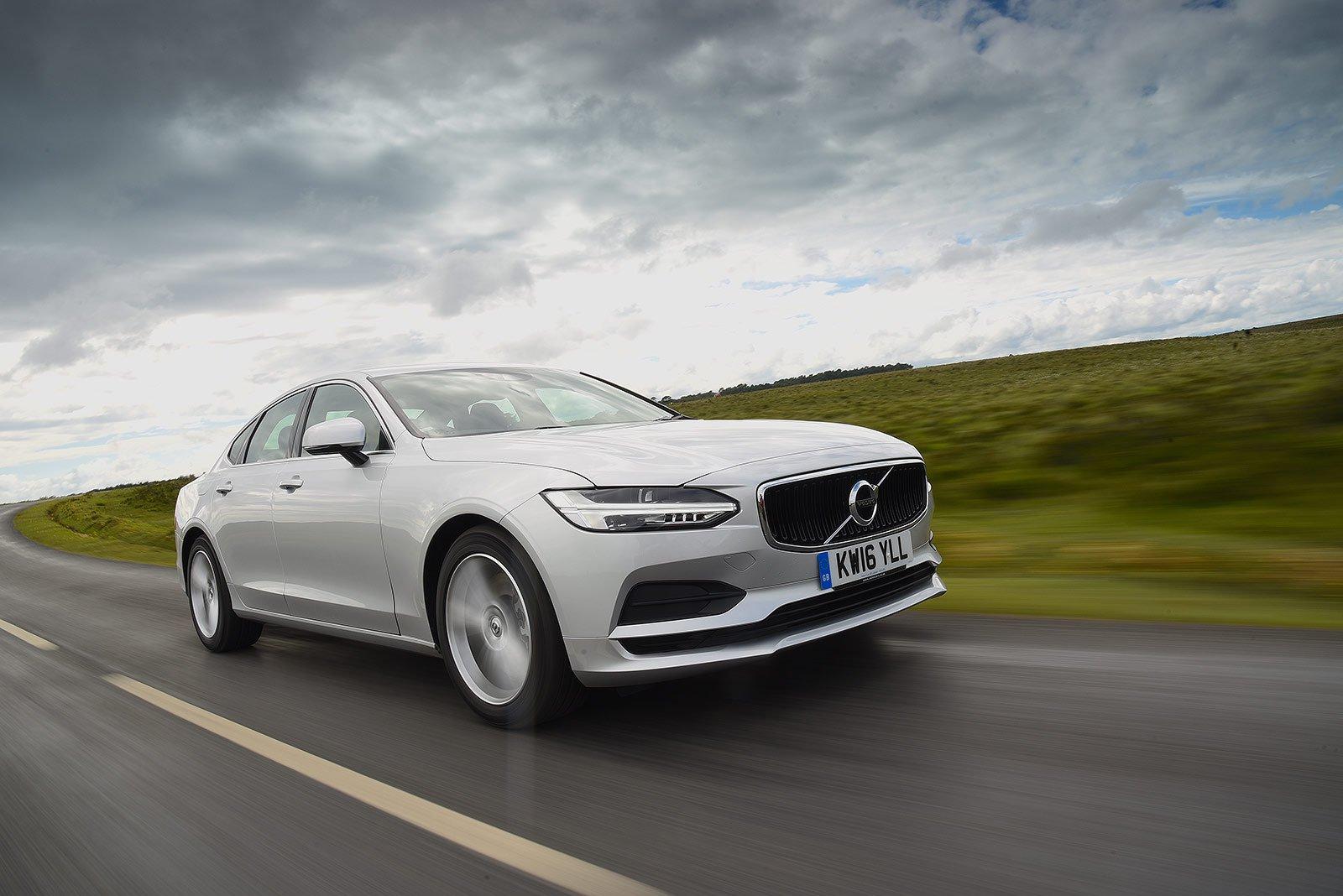Volvo S90 T4 Momentum Plus Automatic
