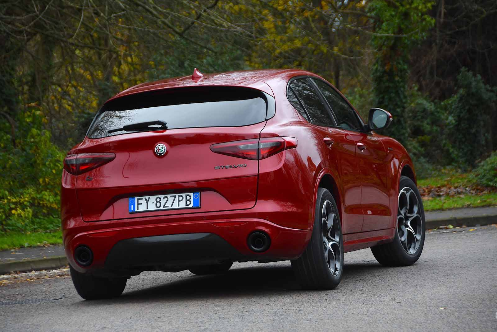 Alfa Romeo Stelvio 2019 rear right cornering (LHD)