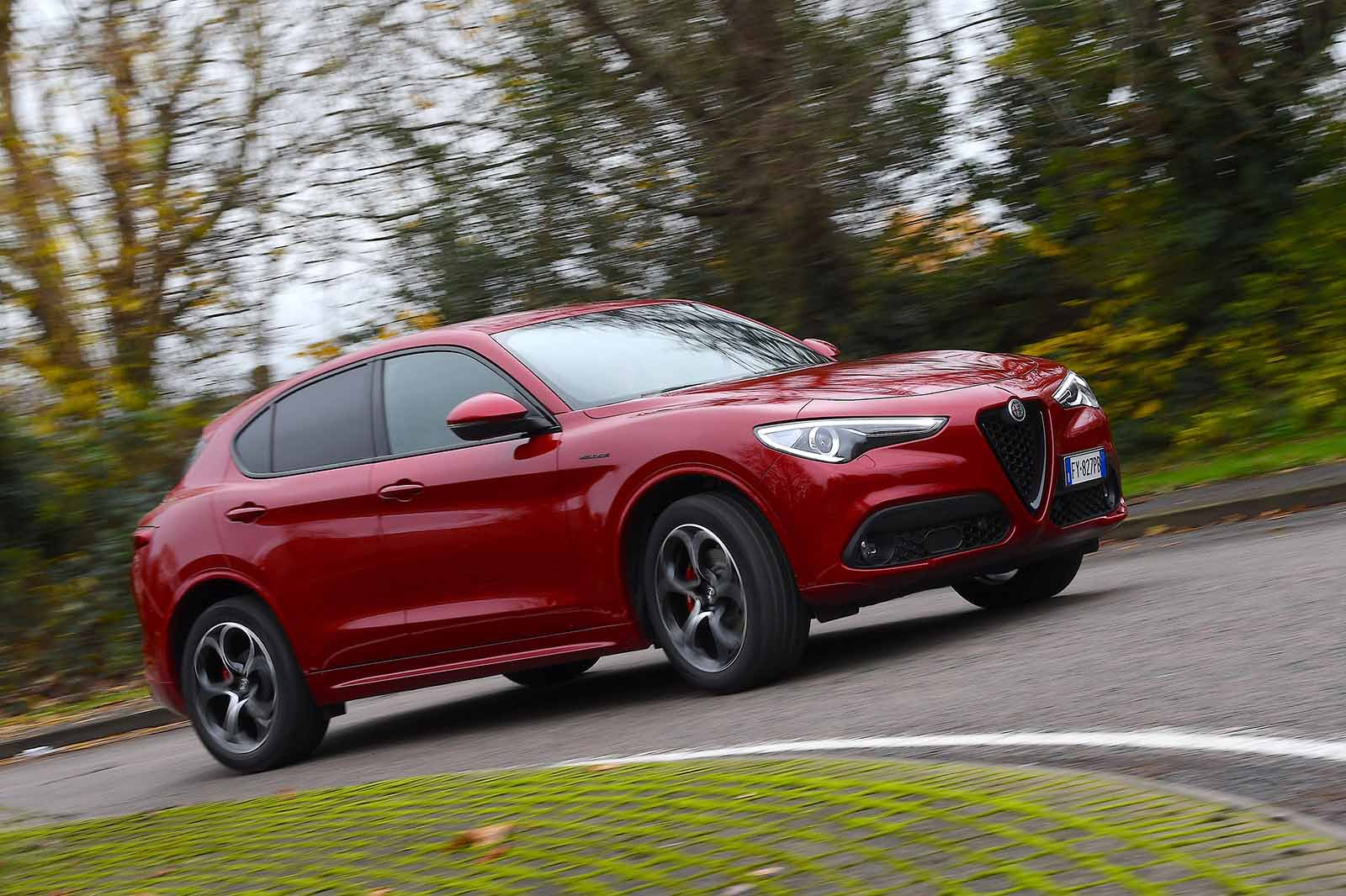 Alfa Romeo Stelvio 2019 front wide right cornering (LHD)