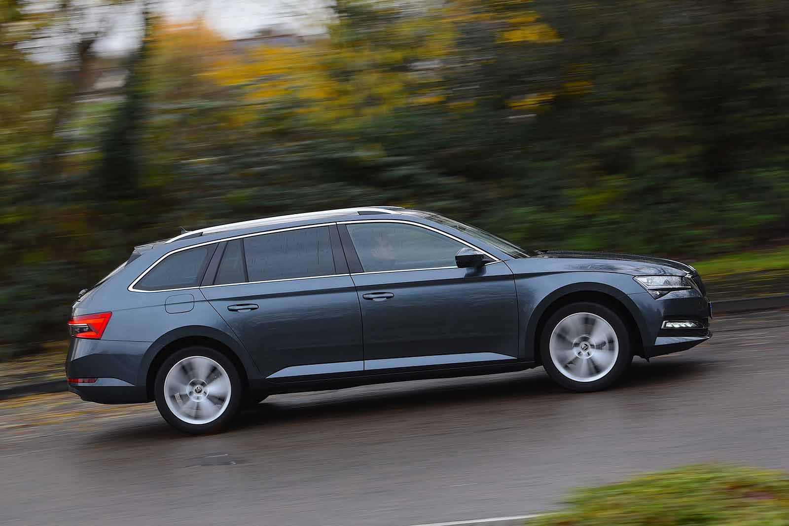 Skoda Superb Estate 2019 right panning RHD