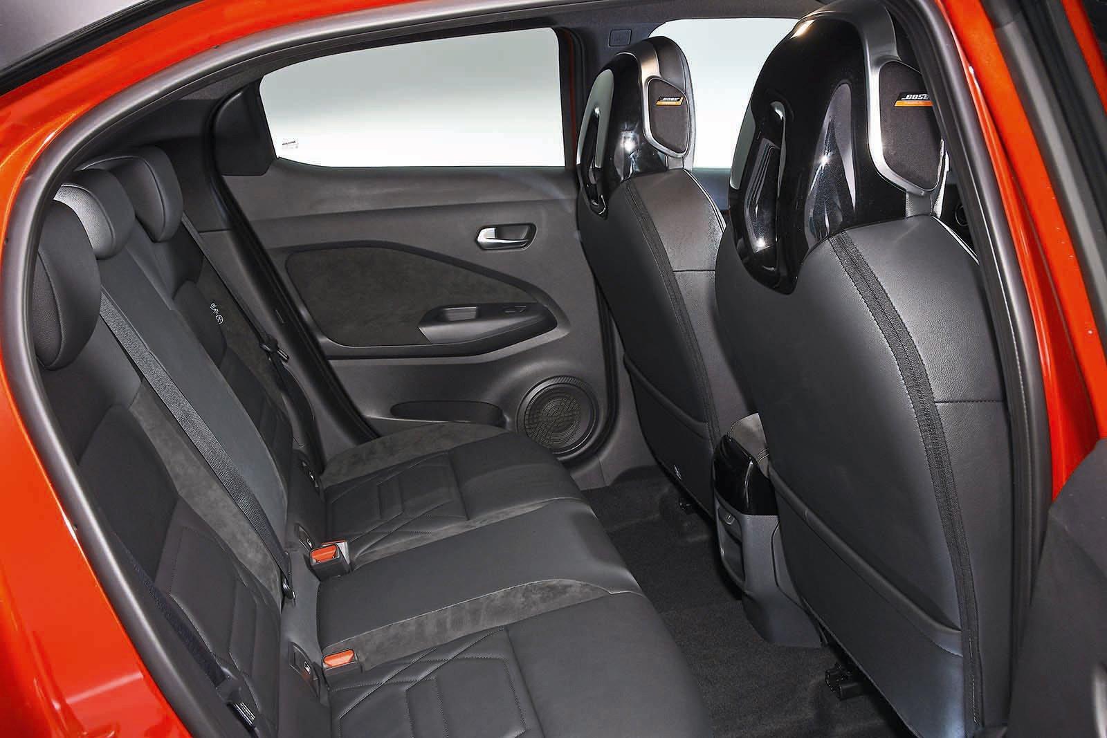 Nissan Juke 2019 rear seats RHD