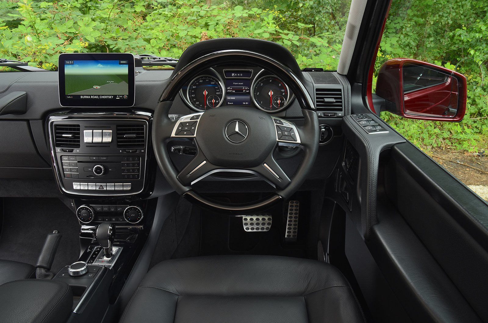 Used Mercedes G-Class 2010-2018 interior