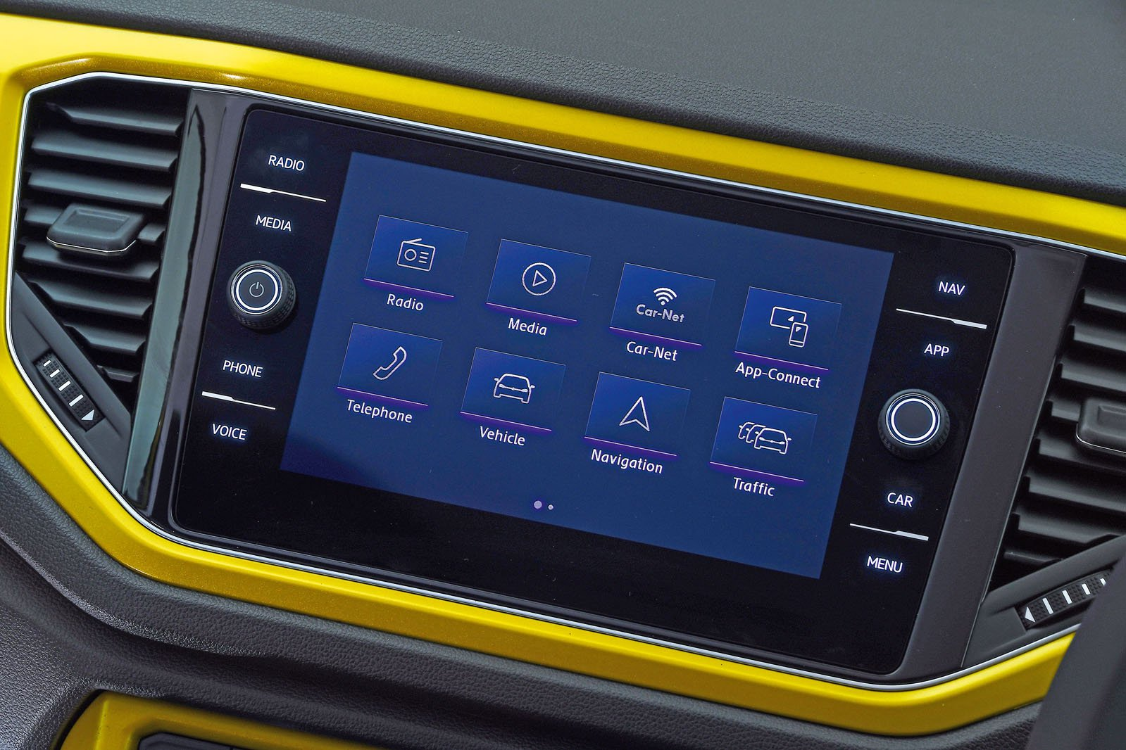 VW T-Roc infotainment