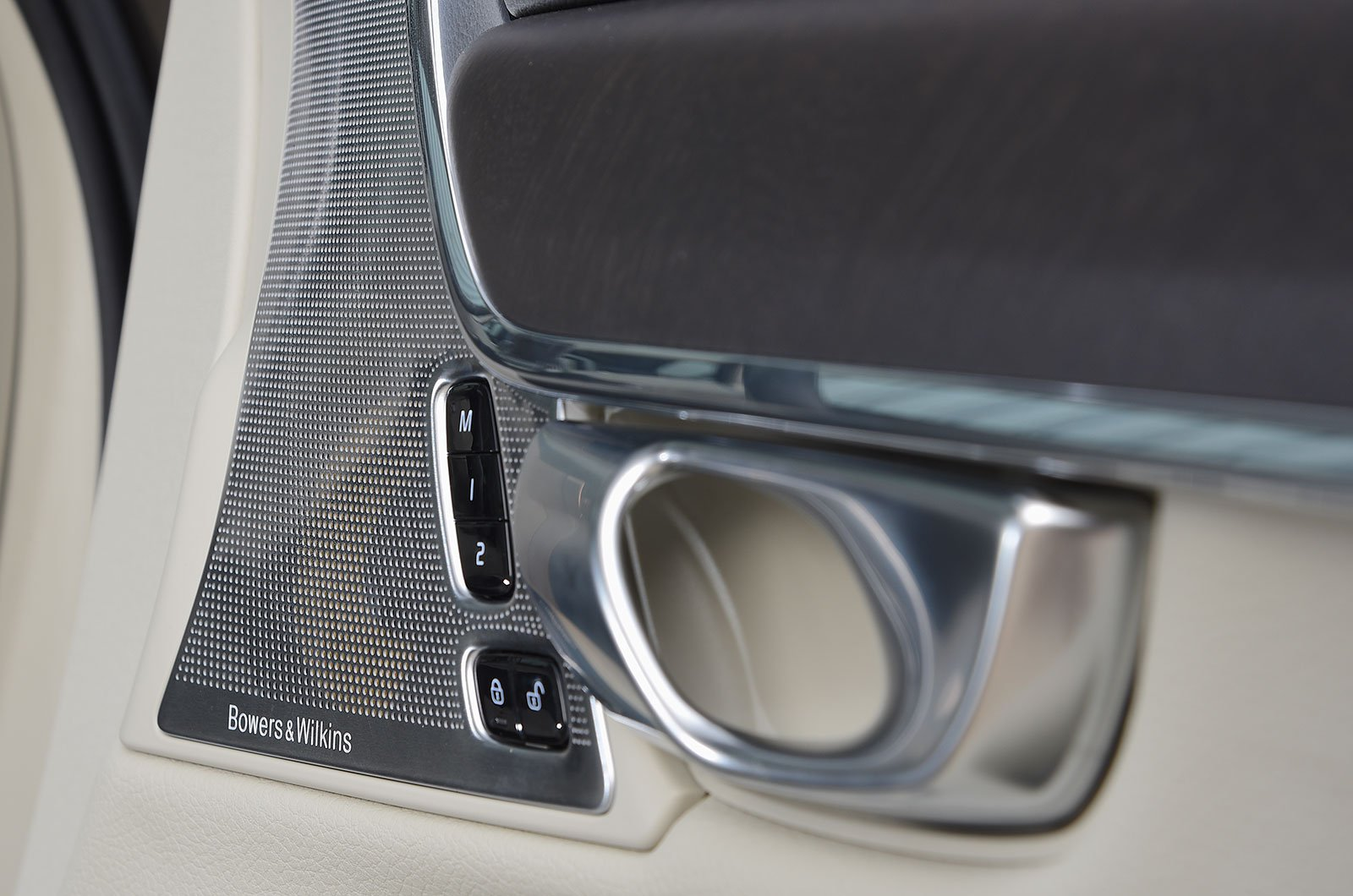 Bowers and Wilkins stereo in the Volvo V90 Cross Country