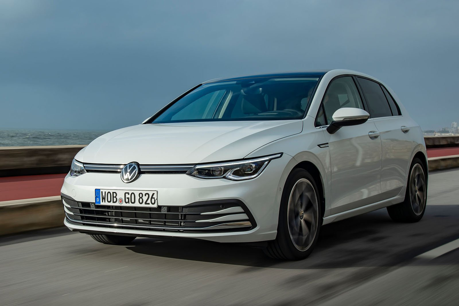 Volkswagen Golf 2019 front left tracking LHD
