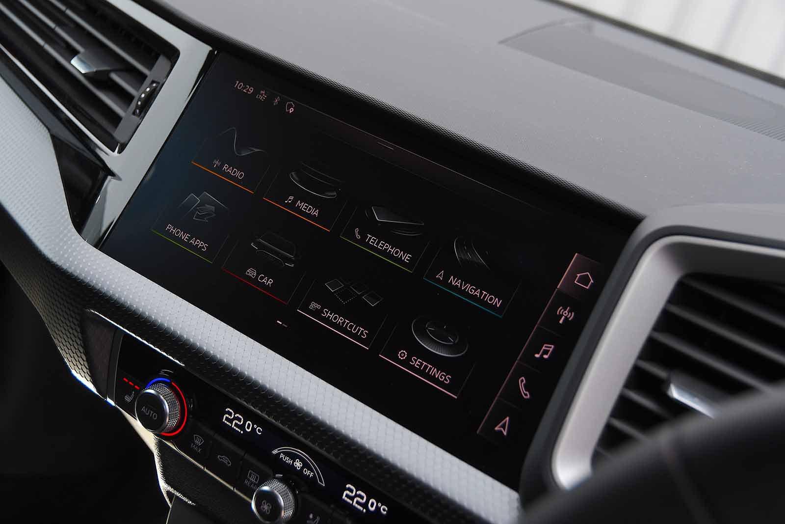 Audi A1 Citycarver 2020 infotainment