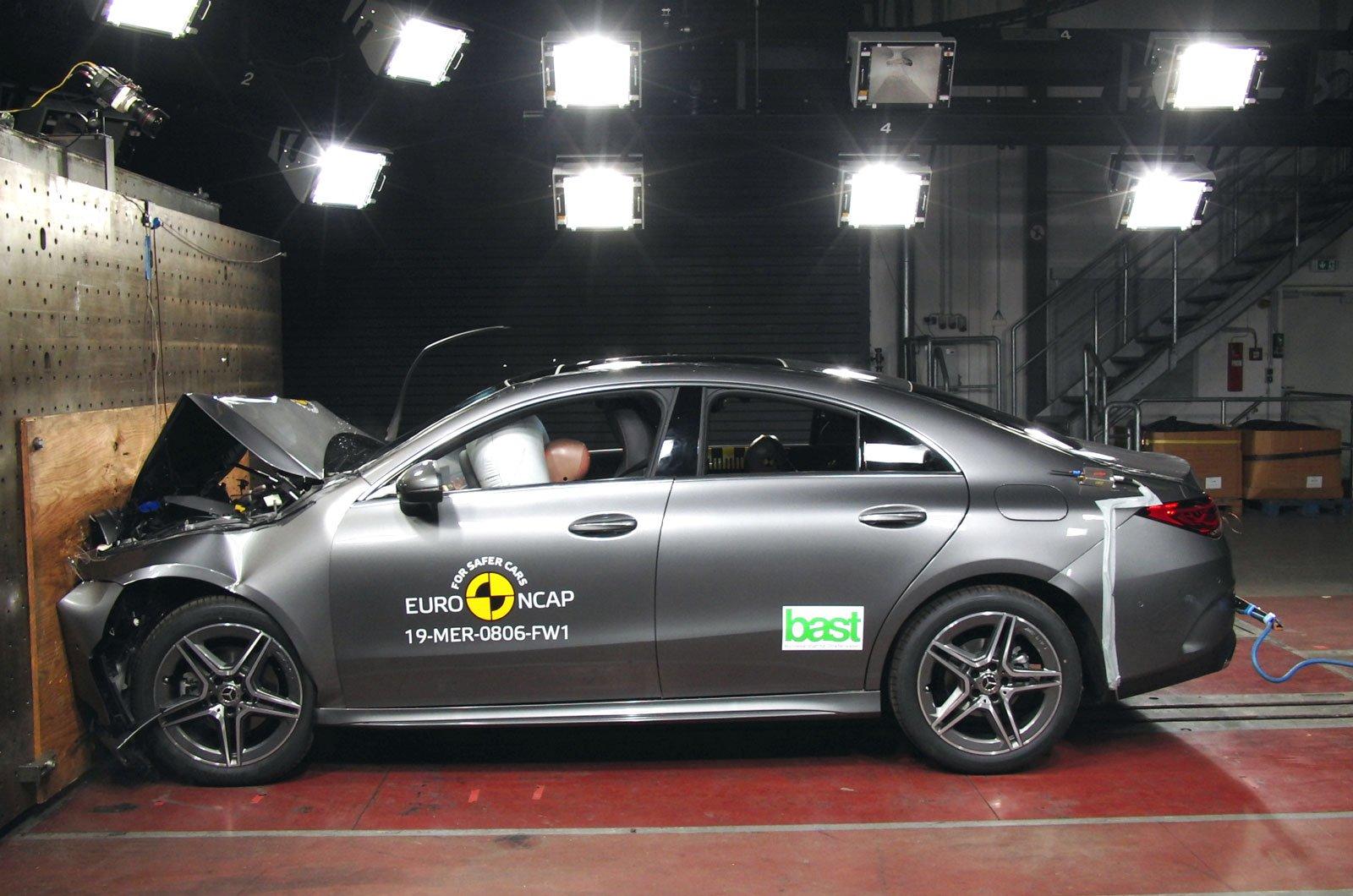 Mercedes CLA crash test