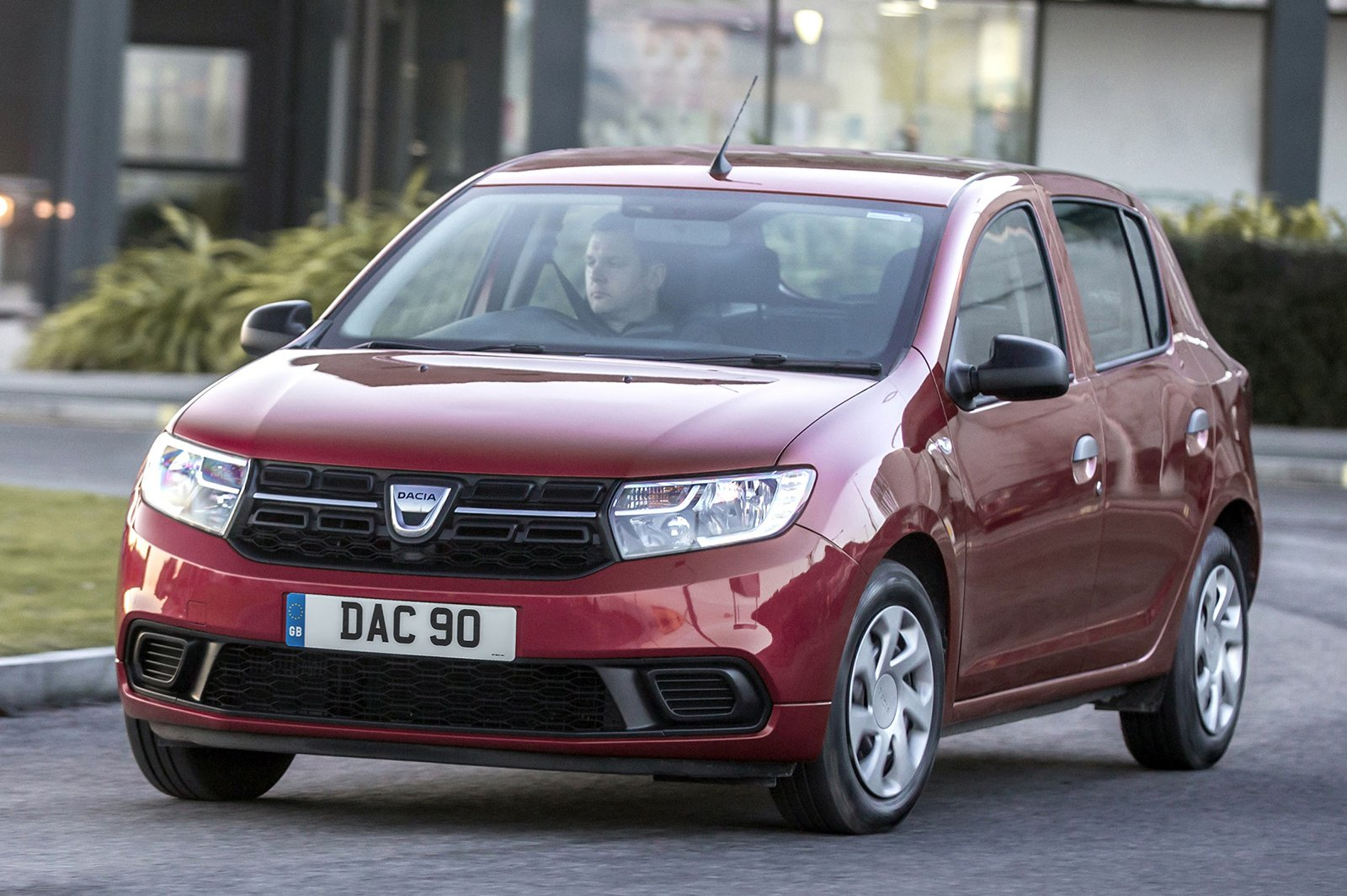 Dacia Sandero 2019 front left urban tracking