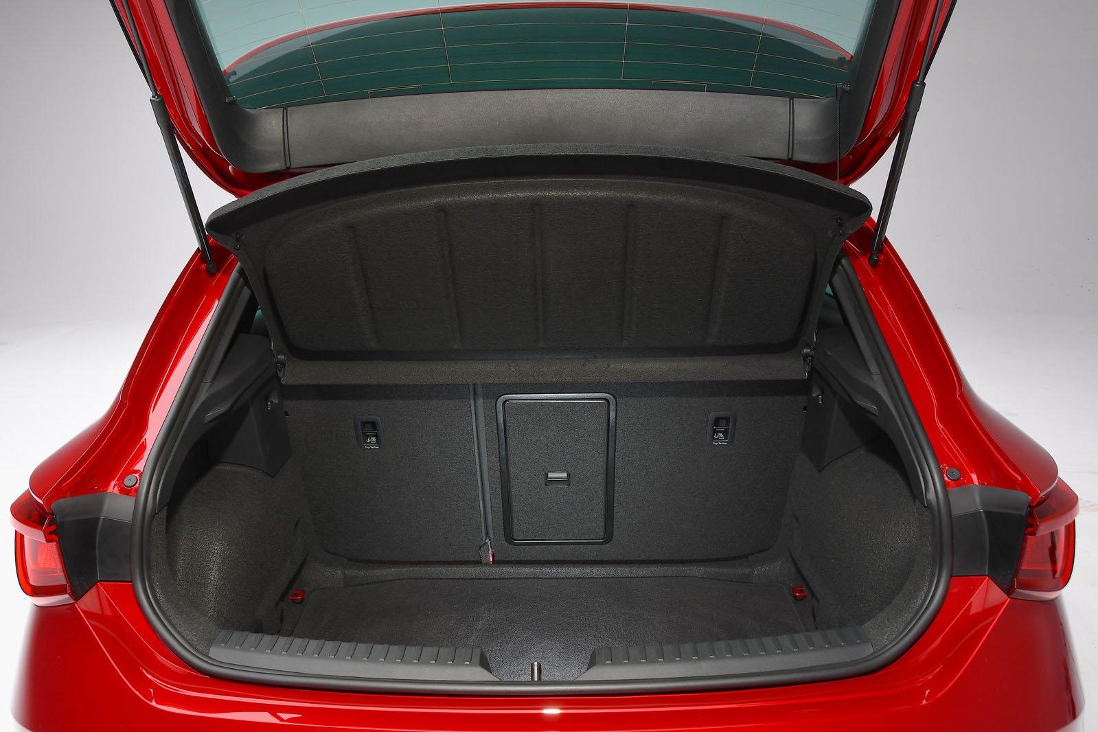 2020 Seat Leon boot