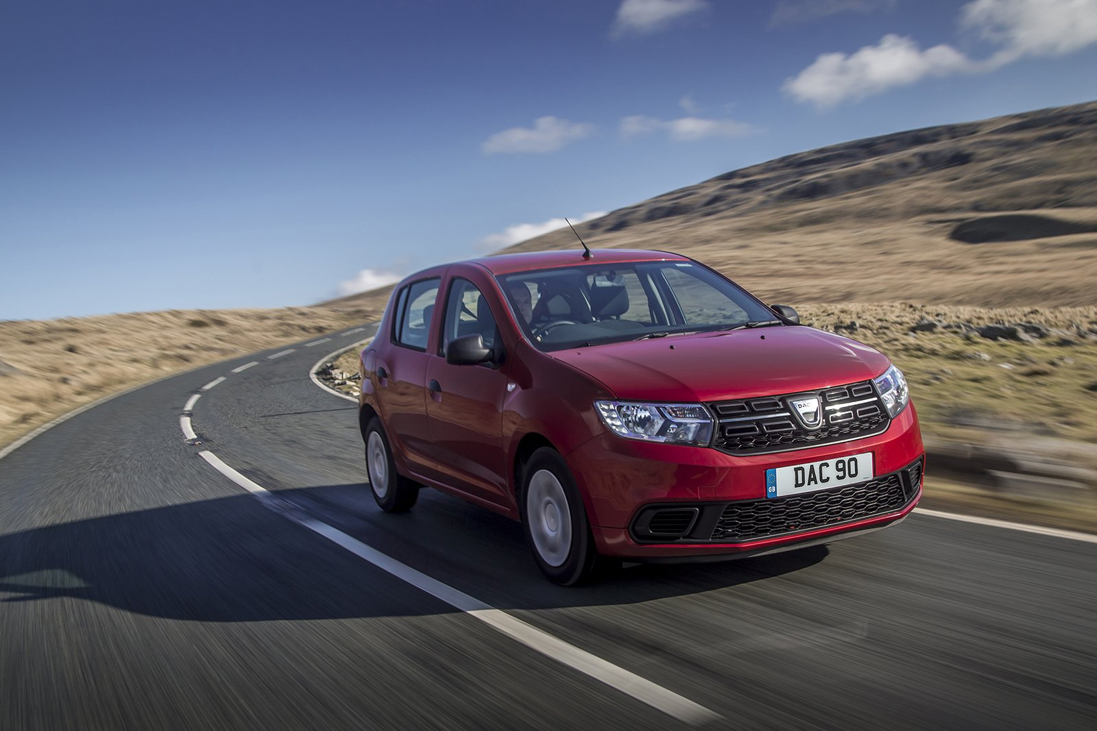 Dacia Sandero 2019 front right tracking