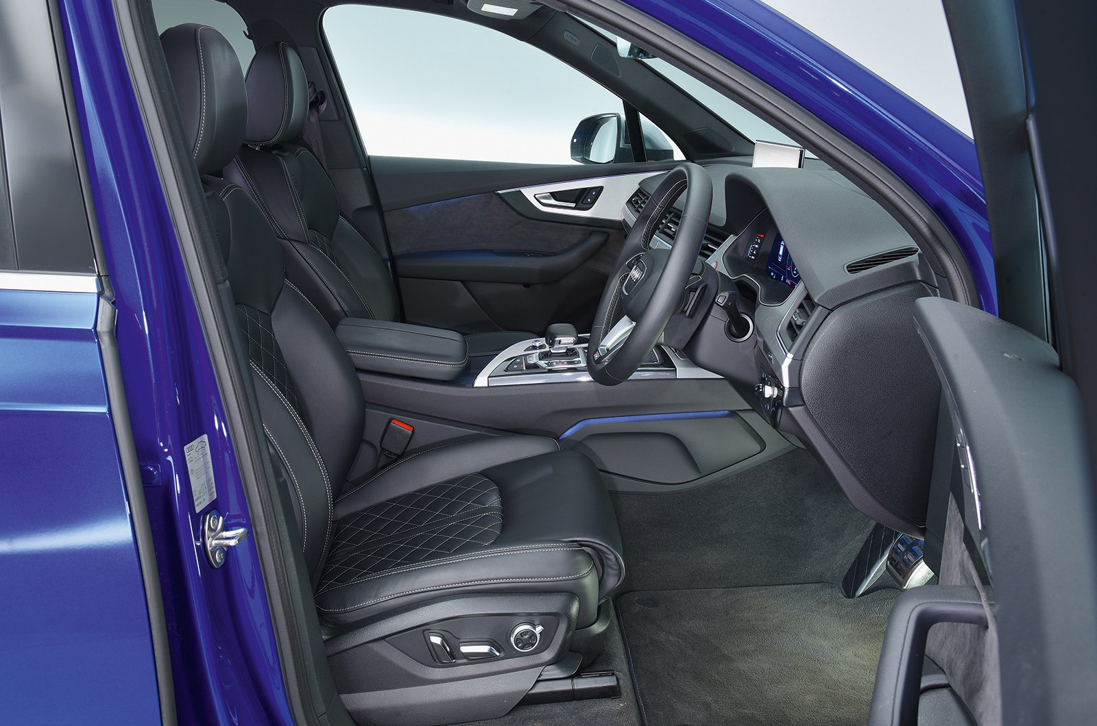 Audi SQ7 front seat