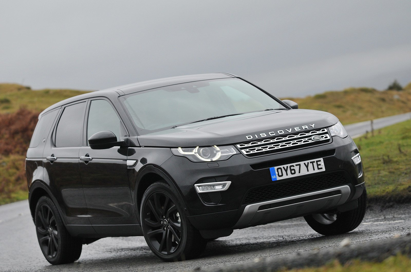 Land Rover Discovery Sport (2014 on) front three quarters