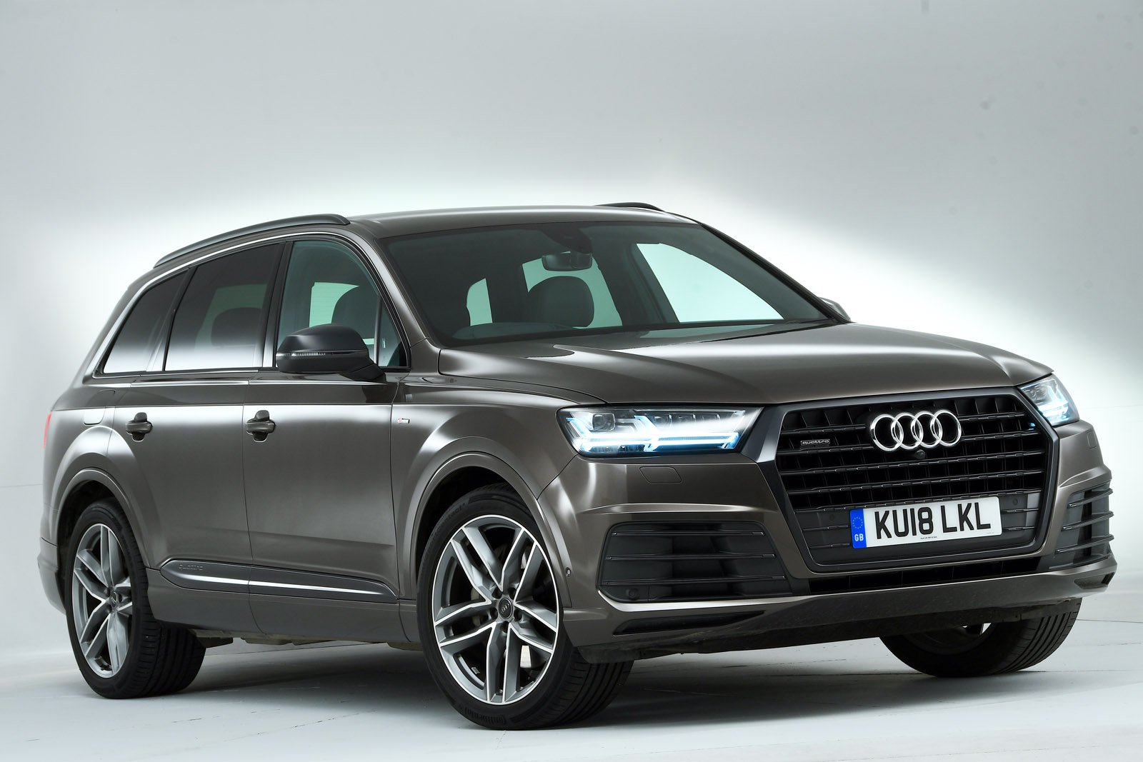 Audi Q7 front - studio shot