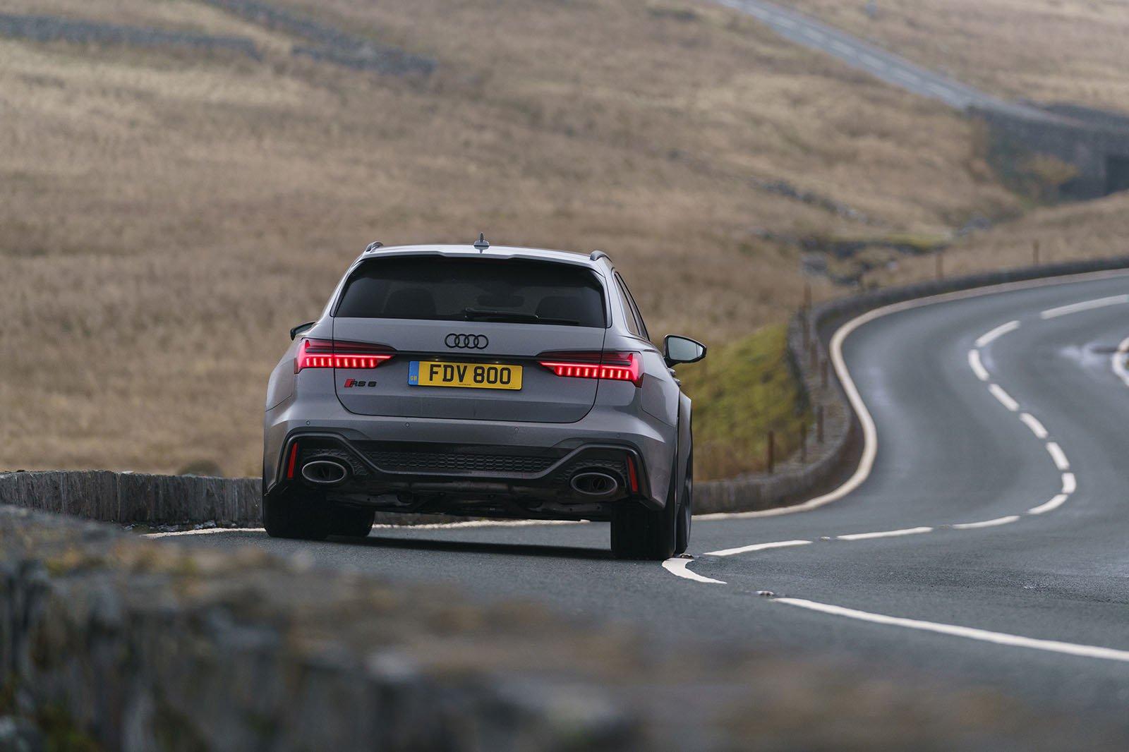 Audi RS6 Avant 2020 RHD wide rear tracking
