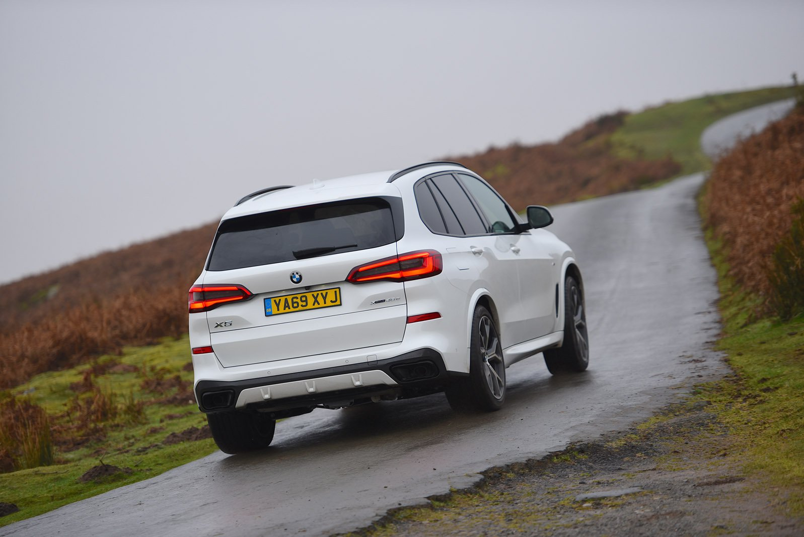 BMW X5 2021 RHD rear tracking