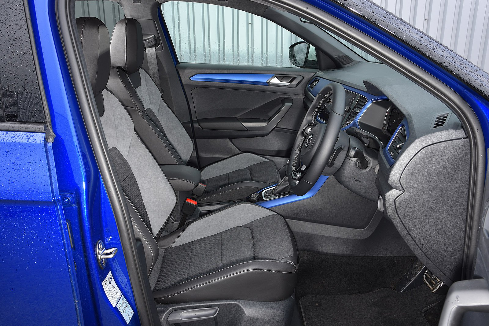 Volkswagen T-Roc R 2020 RHD front seats