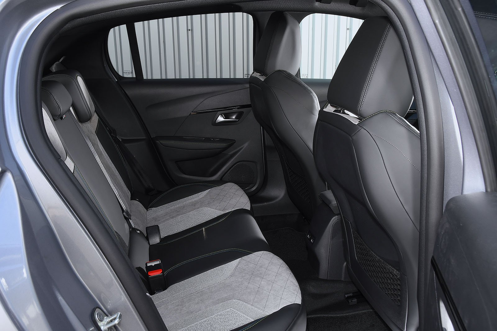 Peugeot e-208 2020 RHD rear seats
