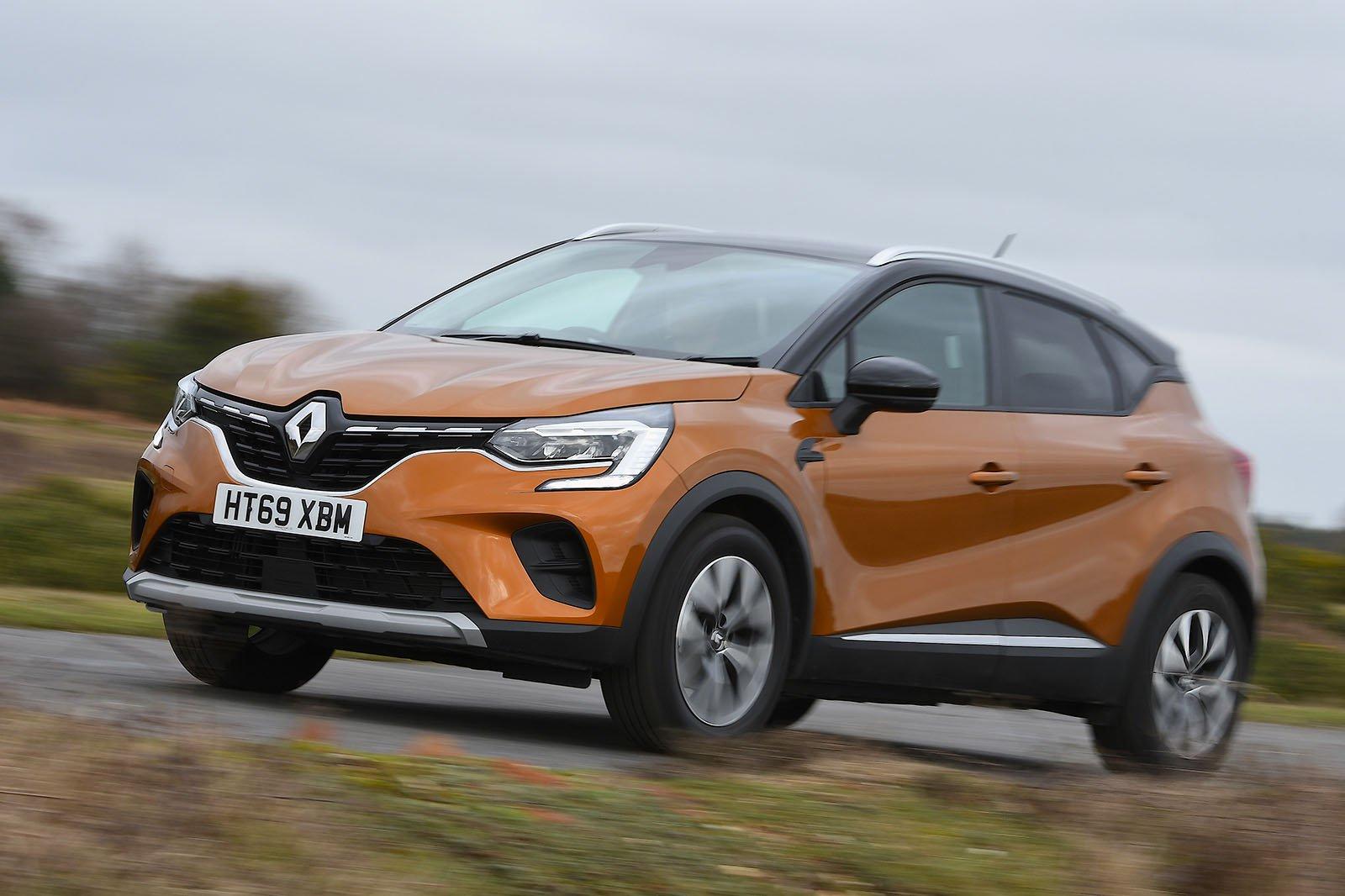 Renault Captur 2020 RHD wide front left tracking