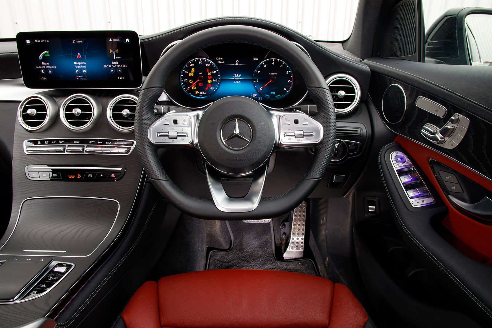 Mercedes-Benz GLC 2020 RHD dashboard