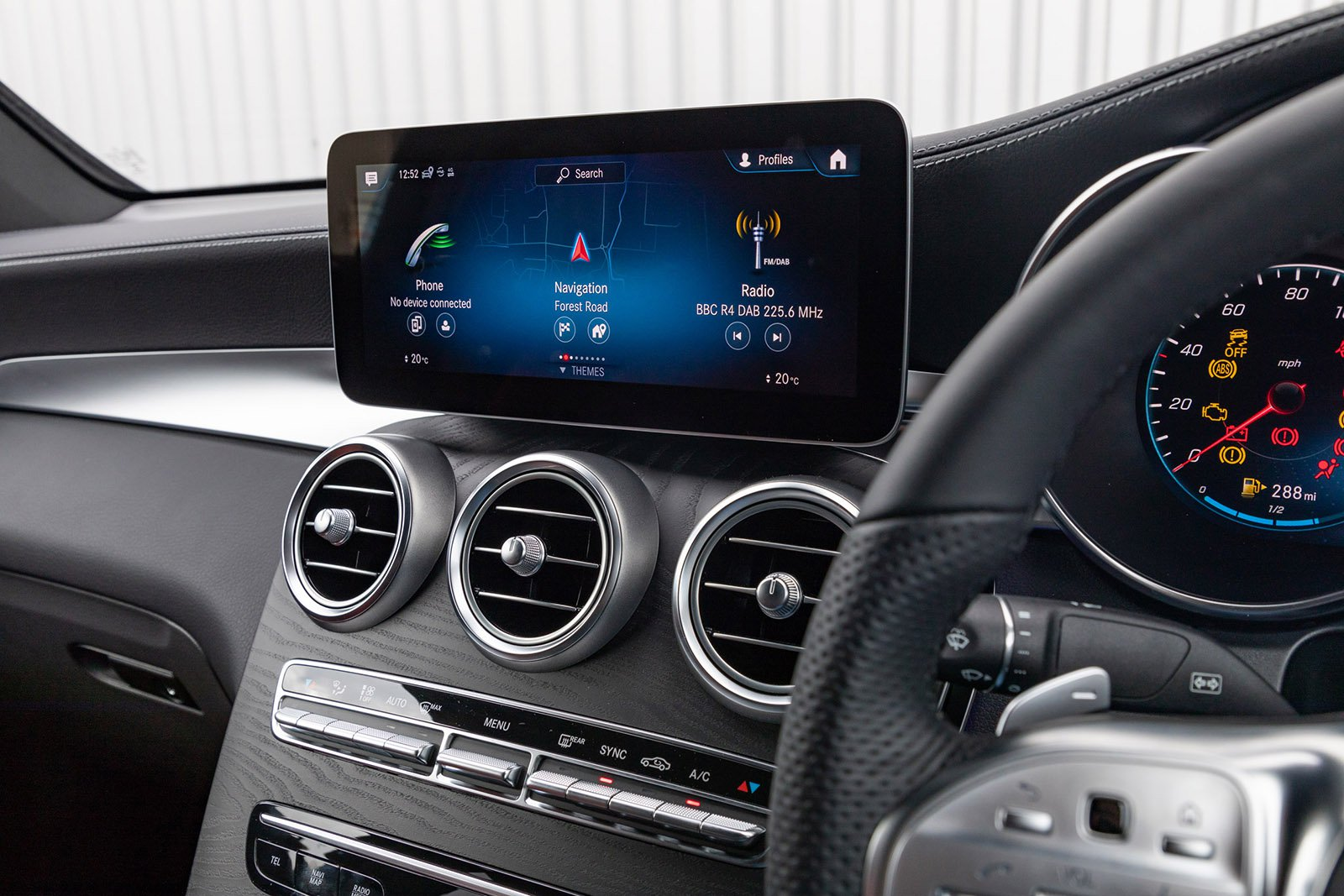 Mercedes-Benz GLC 2020 RHD infotainment