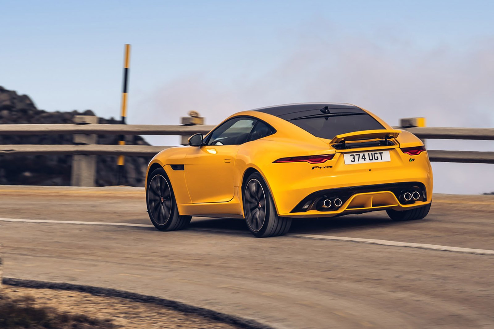 Jaguar F-Type Coupe 2020 fast rear tracking