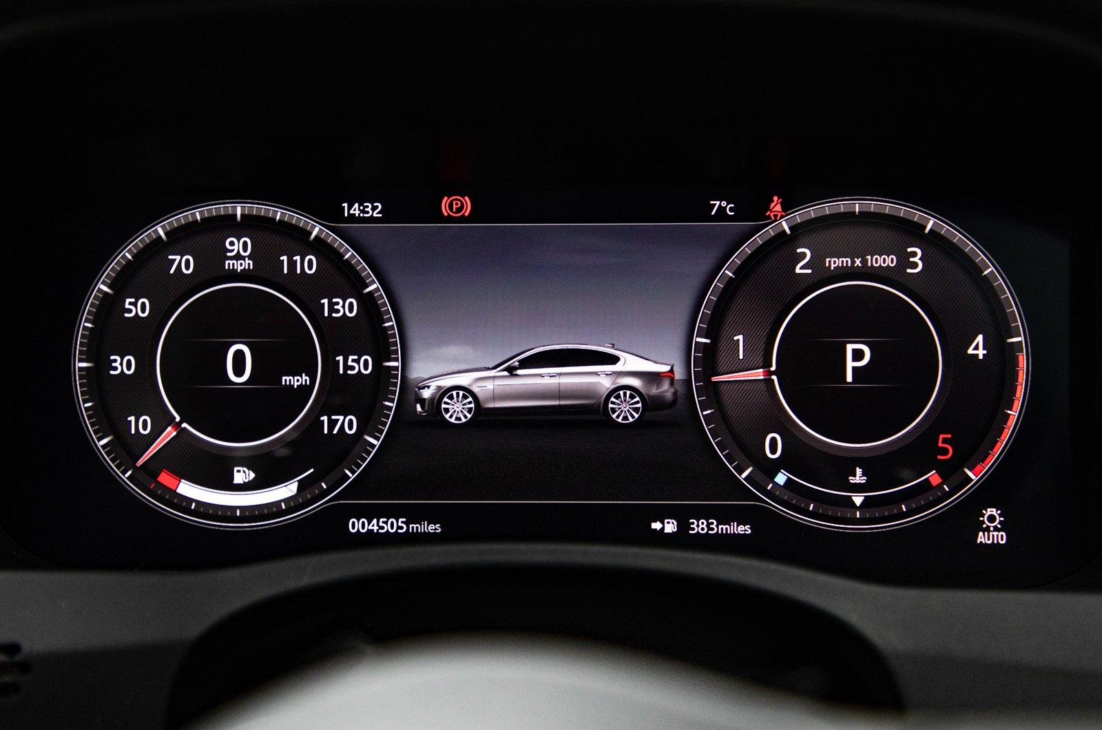 LT Jaguar XE digital instruments