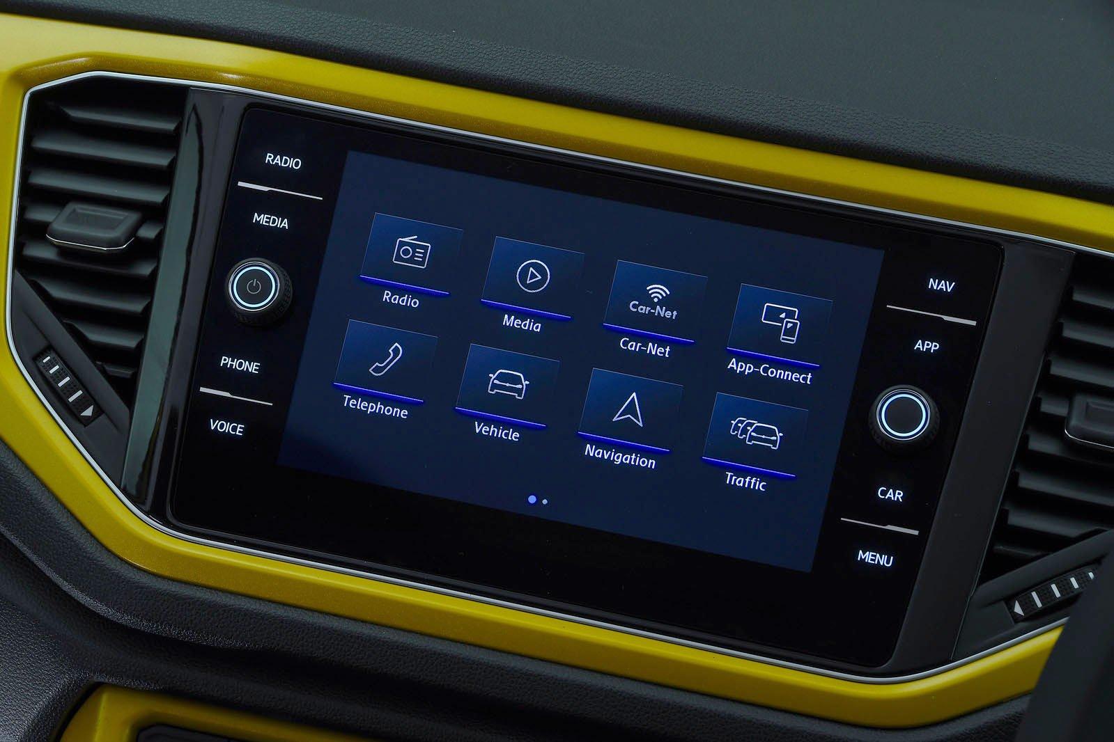 Volkswagen T-Roc infotainment