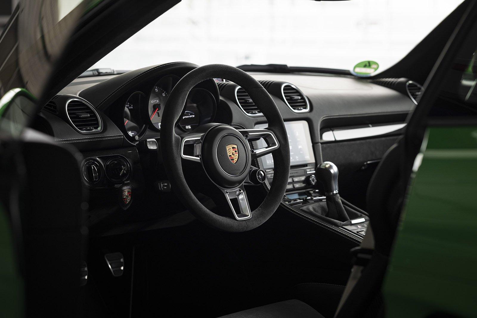 Porsche Cayman 2020 LHD dashboard