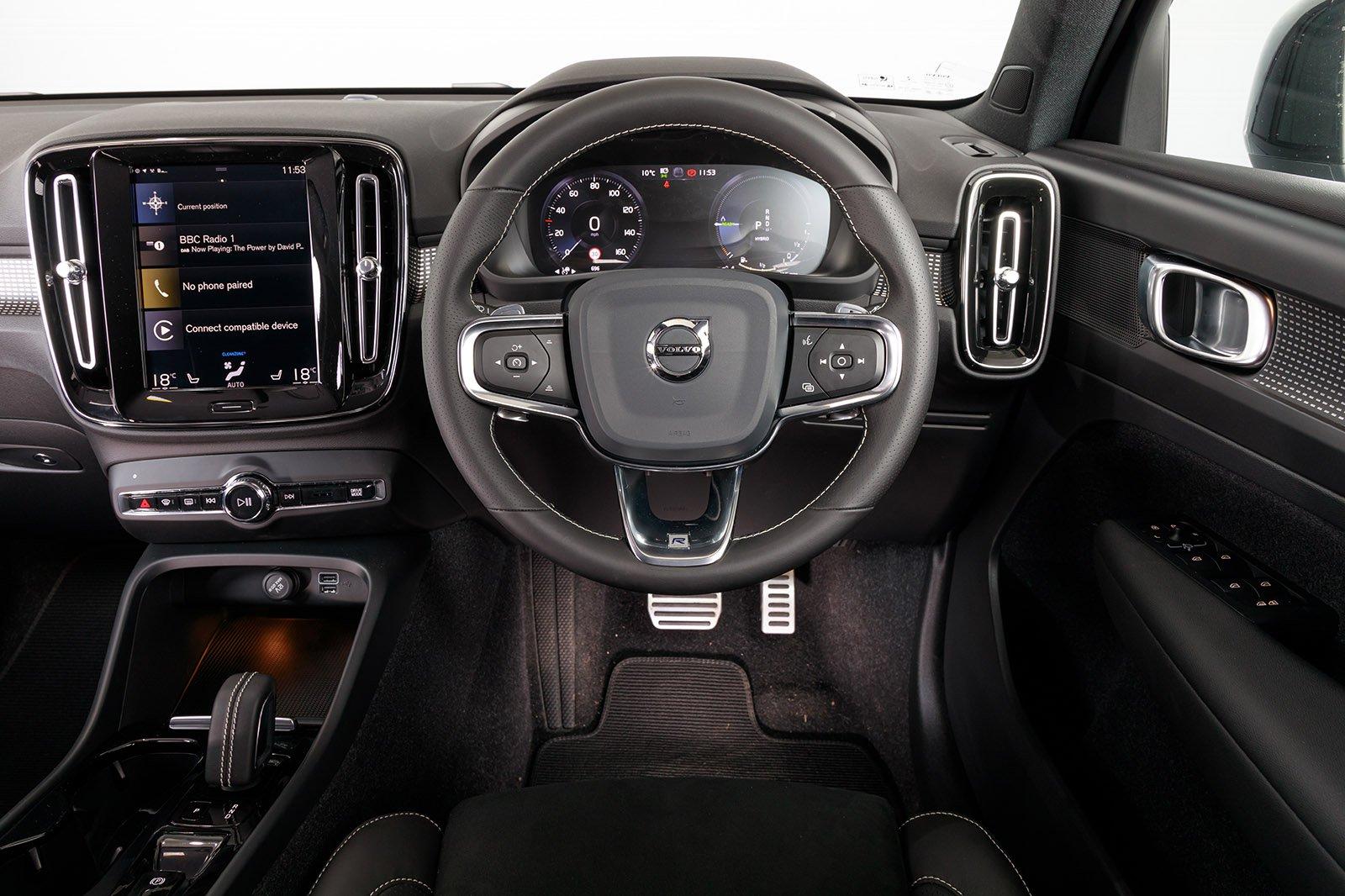 Volvo XC40 2020 RHD dashboard