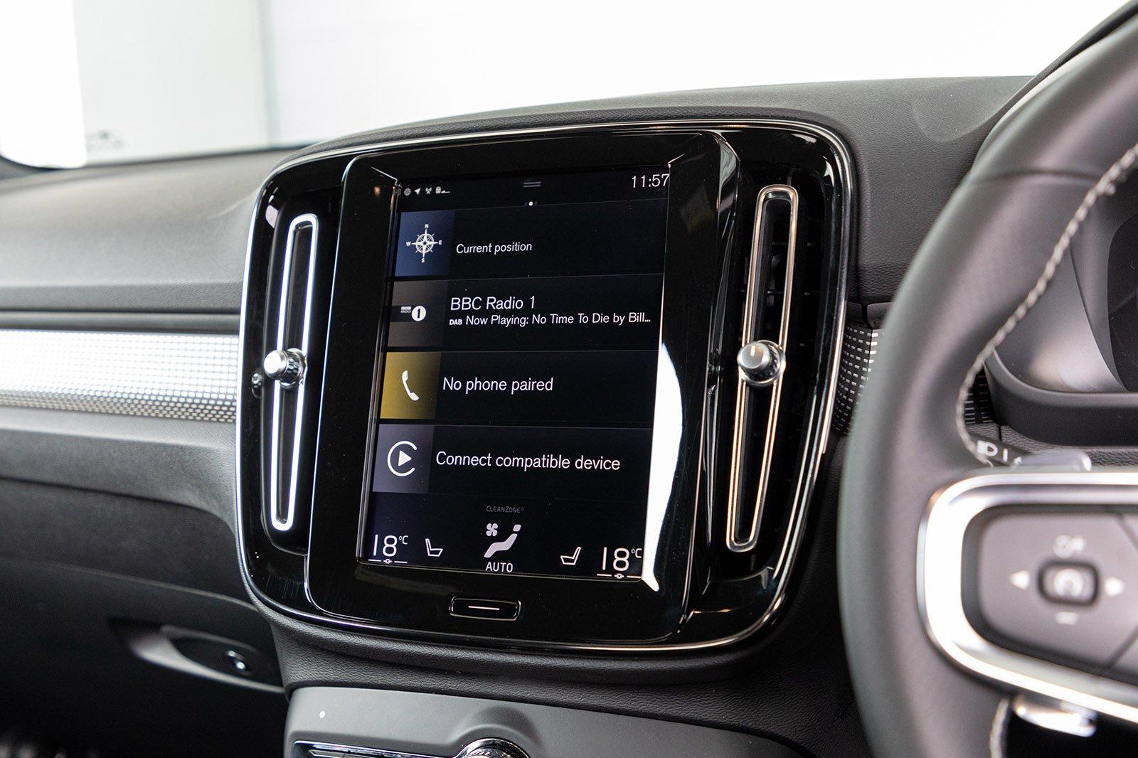 Volvo XC40 2020 RHD infotainment