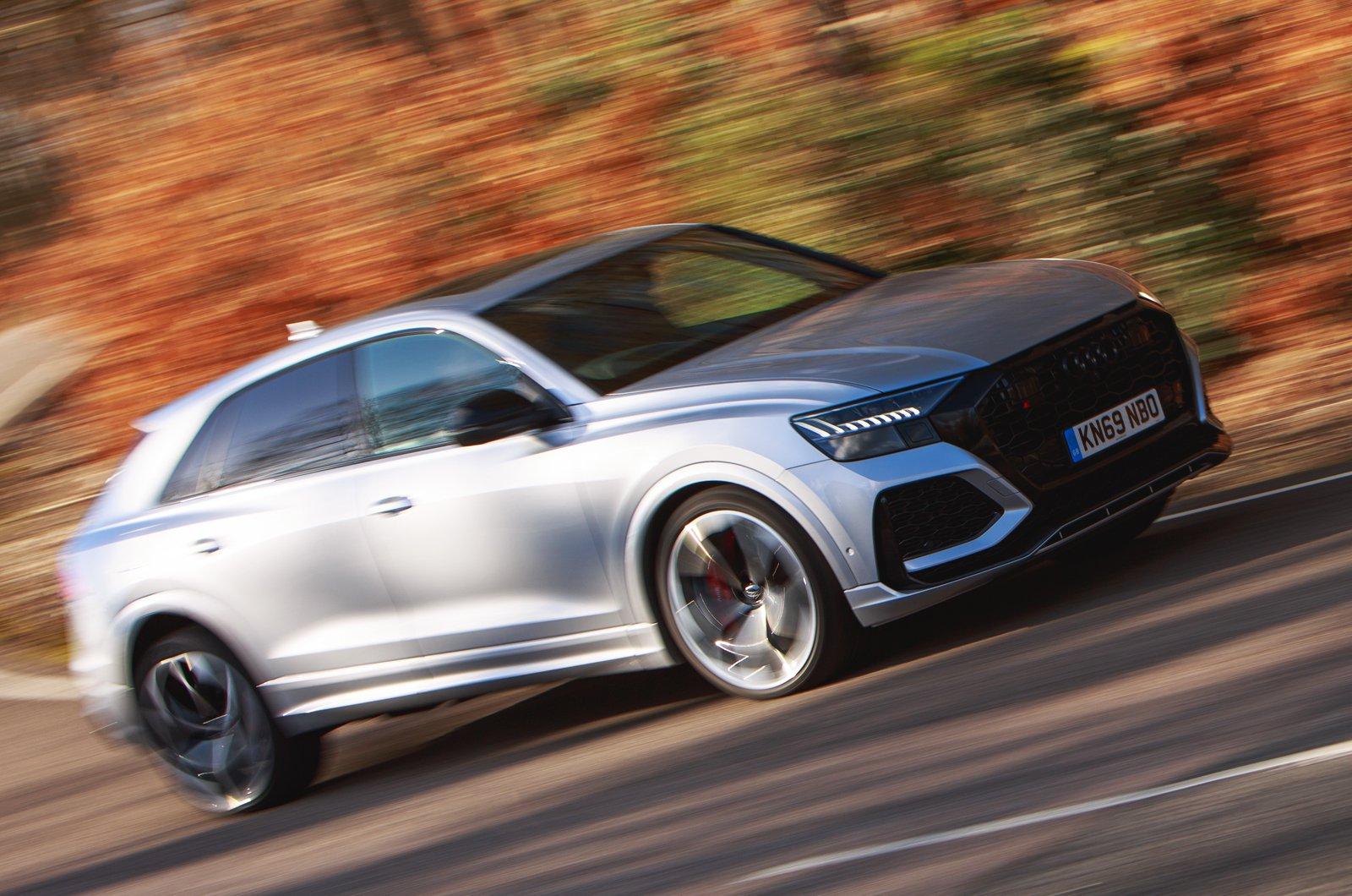 Audi RS Q8 blurred front cornering