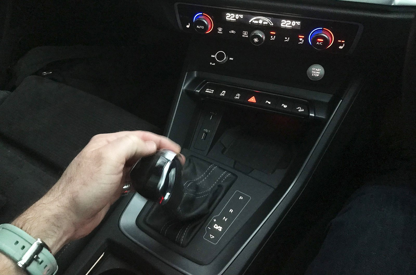 LT Audi Q3 Sportback - using gear selector