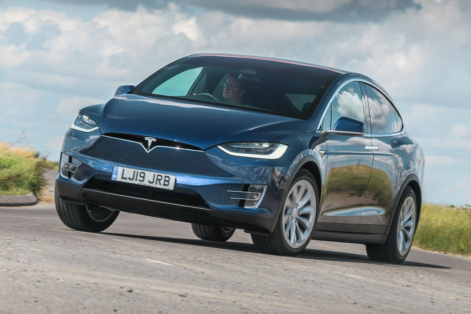 Tesla Model X 2019 RHD front tracking