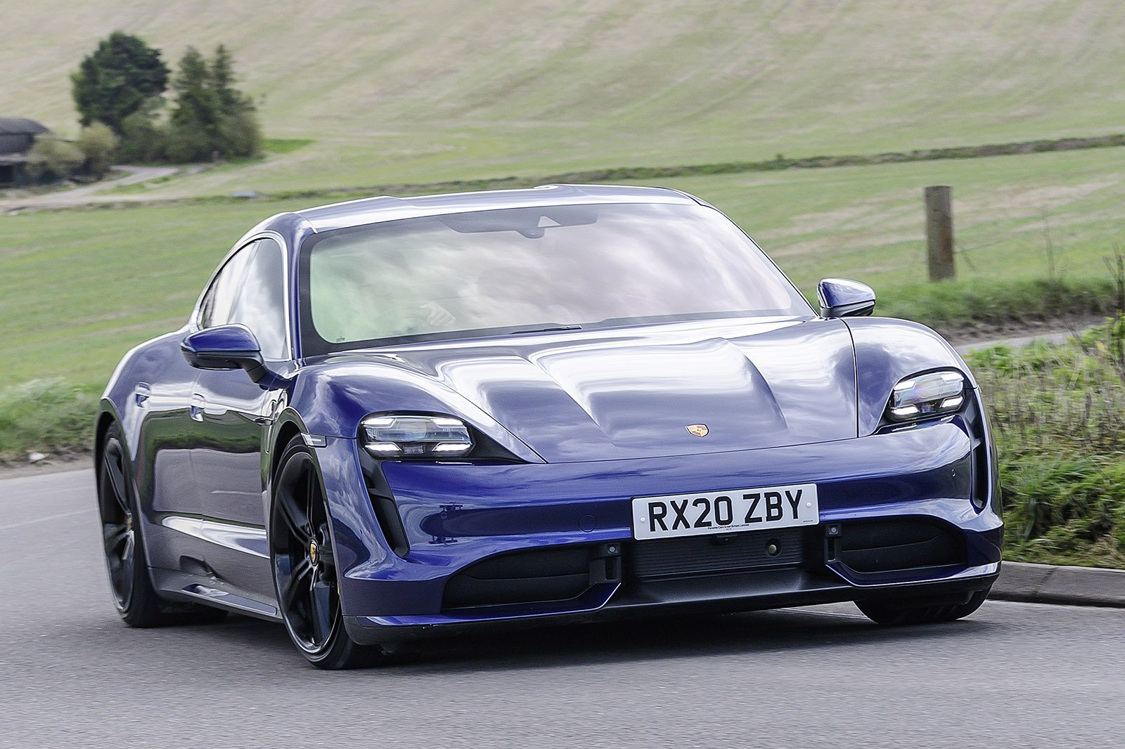 Porsche Taycan 2020 RHD front right tracking