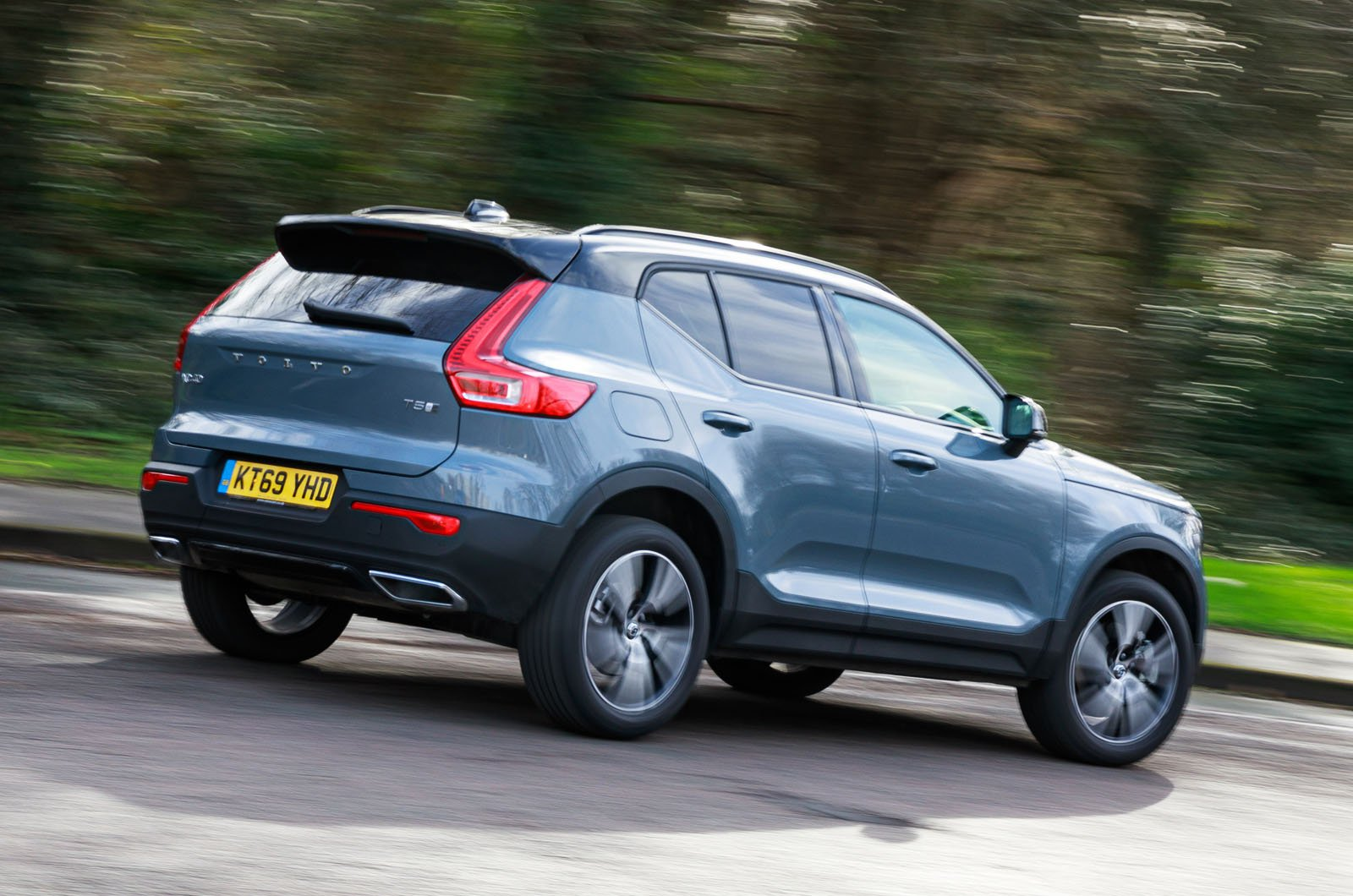 Volvo XC40 Recharge P5 Plug-in Hybrid rear