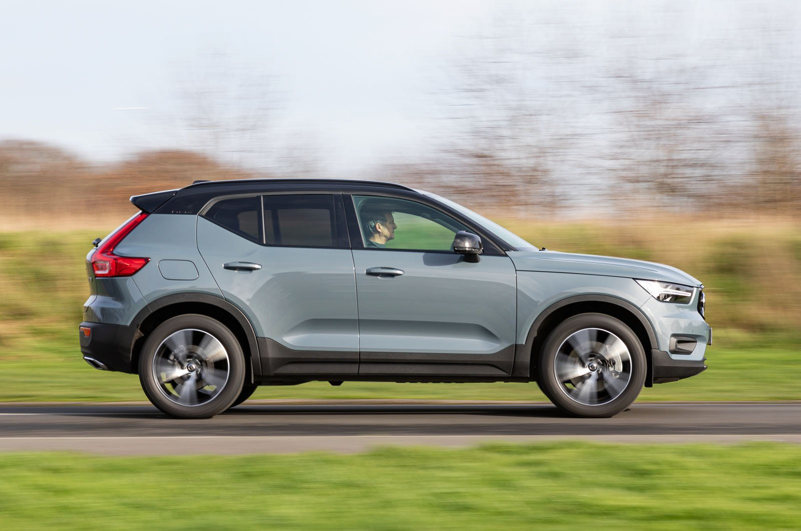 Volvo XC40 Recharge P5 Plug-in Hybrid side