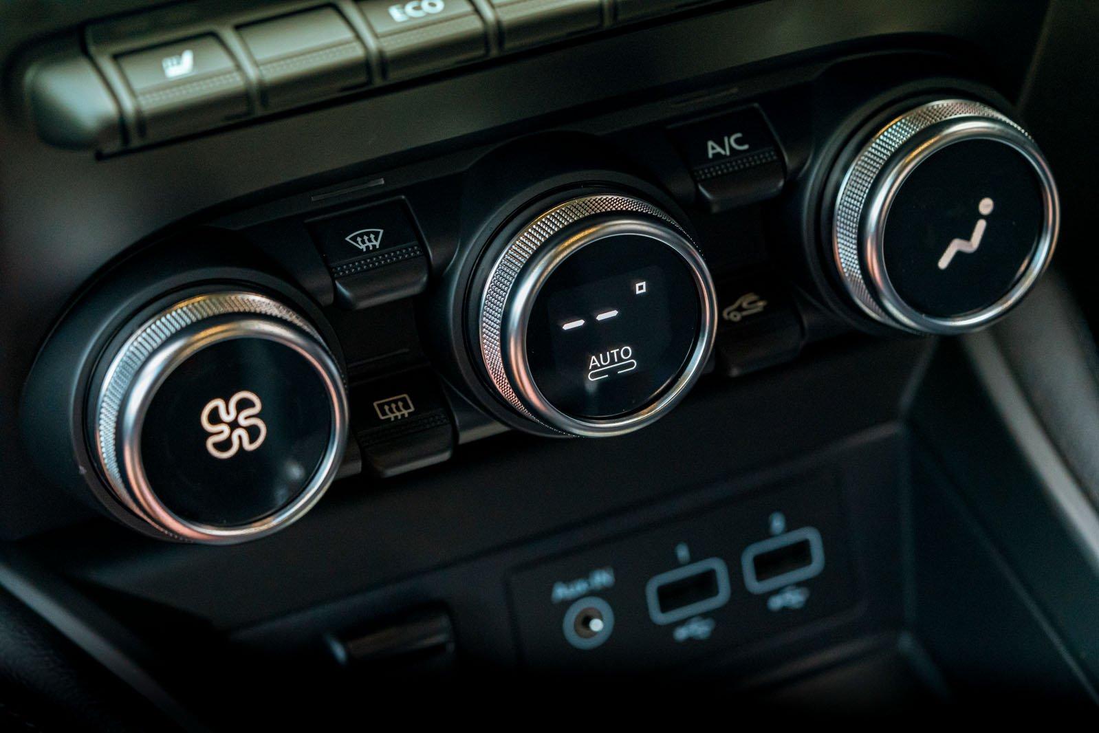 Renault Zoe 2020 RHD dashboard detail